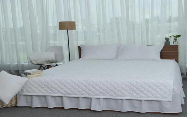 Drap màu trắng đơn giản phù hợp với nhiều phong cách nội thất khác nhau