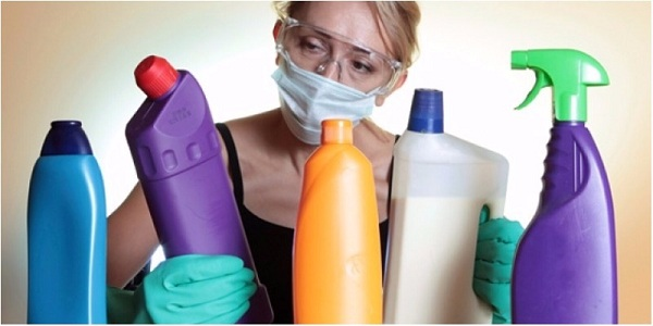 Hãy chú ý sử dụng những loại chất tẩy rửa đạt chuẩn để tiến hành vệ sinh xe đẩy hành lý