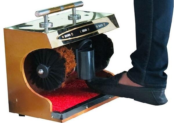 Mẫu máy đánh giày cảm ứng tự động này có kích cỡ khá lớn cùng mức giá thành cao hơn hẳn