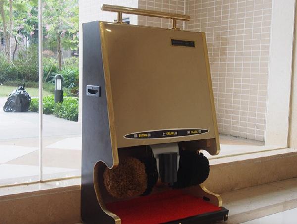 Máy đánh giày được đặt tại sảnh đem lại cho khách hàng sự tiện nghi