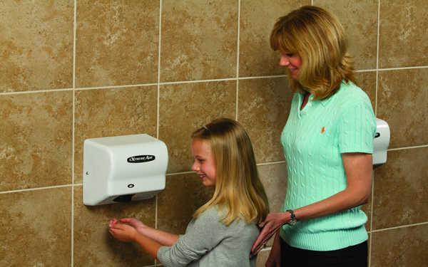 Hướng dẫn cách sử dụng máy sấy tay đúng chuẩn, đảm bảo sức khỏe
