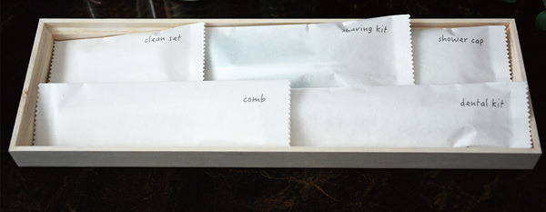 Bao bì chất liệu giấy màu trắng, đơn giản dành cho các khách sạn tầm trung