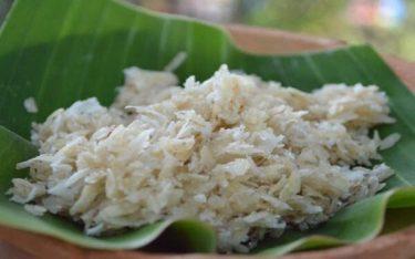 Cốm dẹp trộn dừa dẻo thơm – Món quà dân dã độc đáo ở An Giang