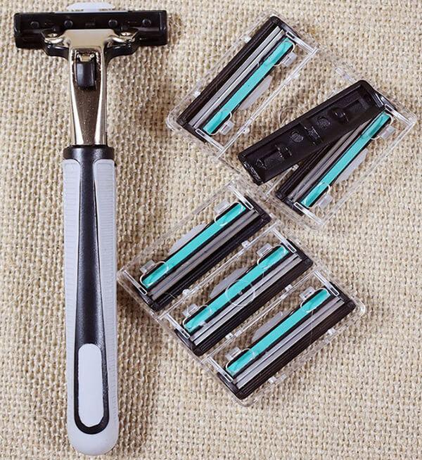 Dao cạo râu có nhiều lưỡi dao để thay thế khi cần thiết