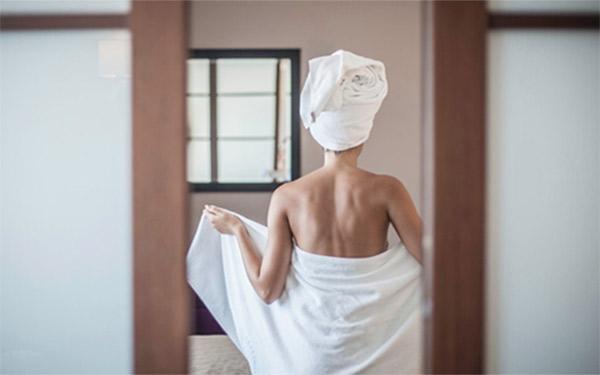Dùng khăn khách sạn trang bị sẵn, khách hàng thường lo lắng điều gì?