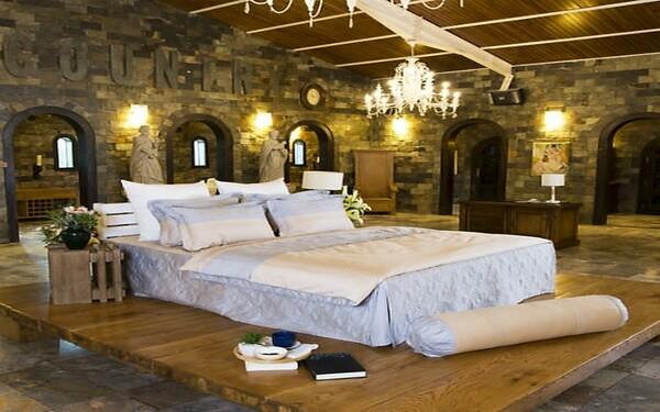 Sử dụng ga phủ tạo nên vẻ đẹp sang trọng cho phòng ngủ