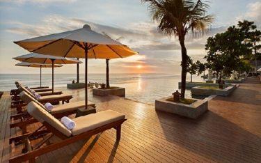 Tăng tuổi thọ ghế bể bơi khách sạn bằng 4 bí quyết vàng