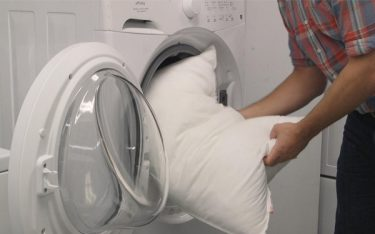 Hướng dẫn cách giặt ruột gối bằng máy giặt nhanh nhất, sạch nhất