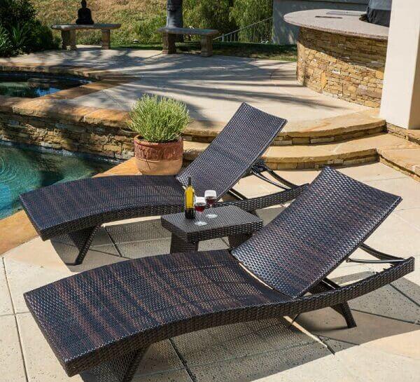 Giường bể bơi có màu tối sẽ giúp người dùng đạt được cảm giác an toàn và chắc chắn