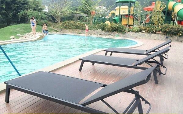 Ghế bể bơi nhập khẩu có đắt không?