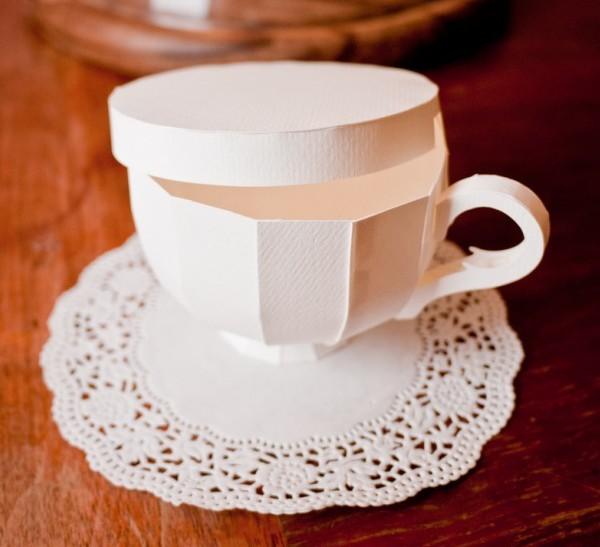 Lót ly bằng giấy có khả năng thấm hút cao và chống trươt cốc hay xước mặt bàn
