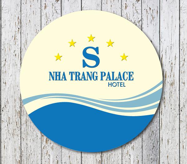 Lót ly của Nha Trang Palace Hotel nổi bật với thiết kế in hình lượn sóng, thể hiện đẳng cấp và sự chuyên nghiệp của khách sạn