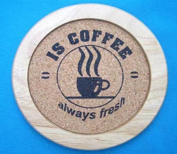 Lót ly của quán cà phê bằng gỗ ép độc đáo và sáng tạo