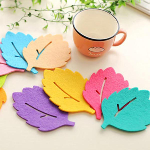 Những chiếc lá nhiều màu sắc đã nằm ngay trên bàn uống trà của bạn bởi sự tỉ mỉ, khéo léo của người sản xuất