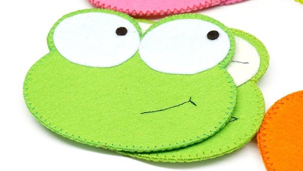 Lót ly hình ếch xanh, hai mắt ếch màu trắng nổi bật, ngộ nghĩnh