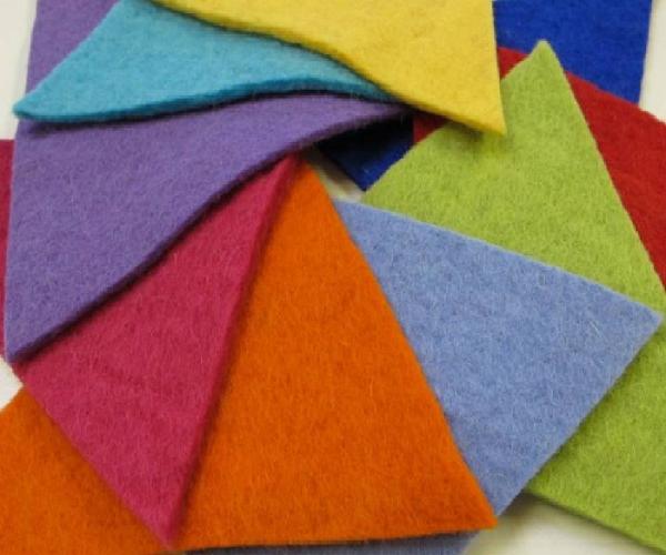 Vải nỉ có rất nhiều ưu điểm như: thấm nước và rút nước nhanh, đa dạng về màu sắc...