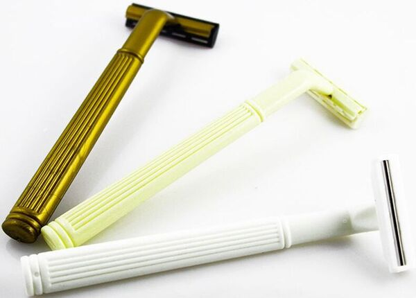 Dao cạo râu cán tròn bằng nhựa sang trọng với 3 màu khác nhau