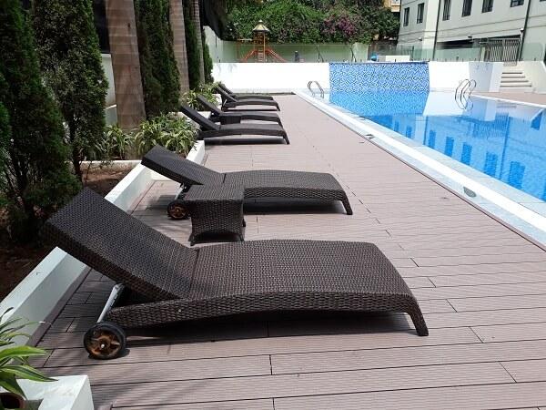 Sở hữu thiết kế khá đơn giản nhưng loại ghế này lại đem đến sự sang trọng, lịch sự tại hồ bơi