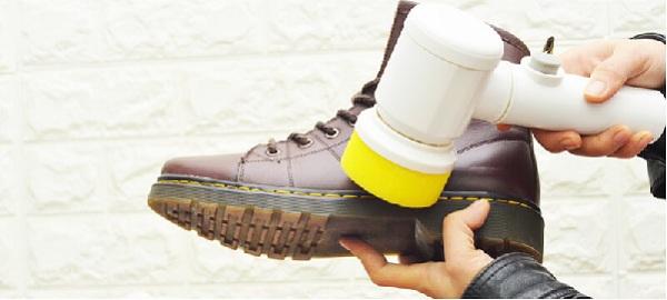Với kích thước không quá lớn cùng mức giá cả hợp lý, máy đánh giày cầm tay đang ngày càng trở nên phổ biến hơn