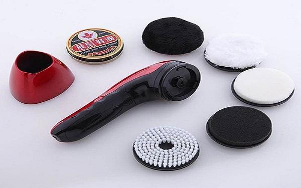 Kích thước nhỏ gọn và dễ dàng mang đi chính là ưu điểm vượt trội nhất của mẫu máy đánh giày cầm tay này