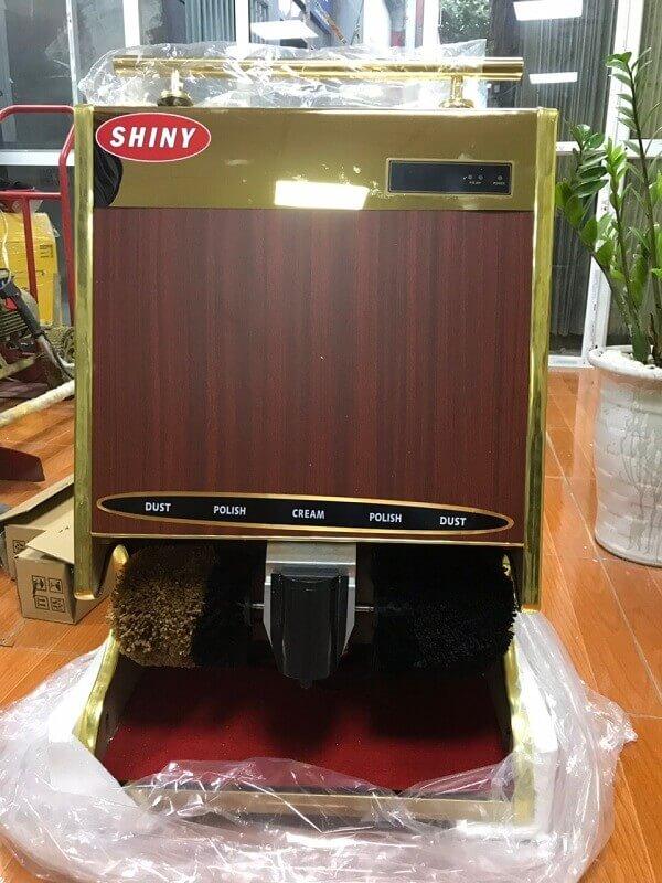 Một số dòng máy đánh giày của Shiny còn được ốp gỗ đầy tinh tế và thanh lịch