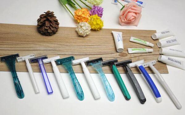 Chọn sản phẩm dao cạo râu dùng một lần với phần lưỡi không gỉ