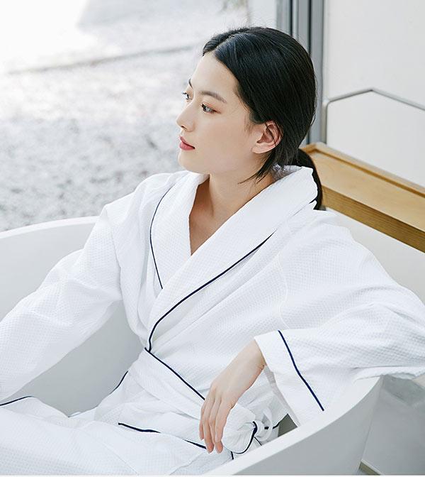 Áo choàng giúp giữ ấm cơ thể ngay sau khi tắm
