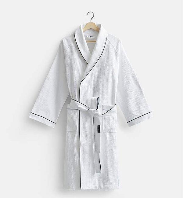 Thiết kế áo choàng phù hợp cho cả nam và nữ mặc