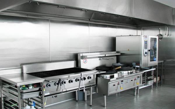Bếp công nghiệp là gì? Vì sao cần trang bị bếp công nghiệp trong nhà hàng?