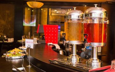 Công dụng của bình đựng nước trái cây trong tiệc buffet nhà hàng