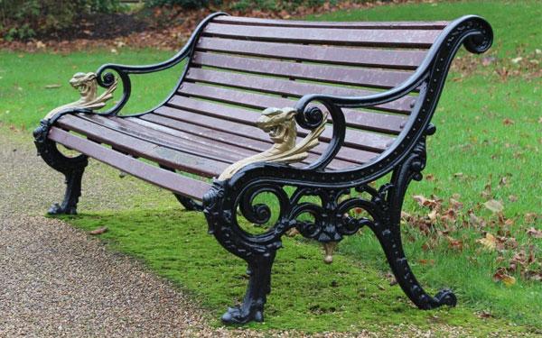 Ghế công viên  ngoài trời có chỗ tựa lưng cho người ngồi