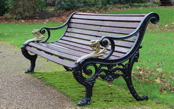 Một số mẫu ghế băng gỗ kết hợp với chân ghế bằng sắt sơn tĩnh điện