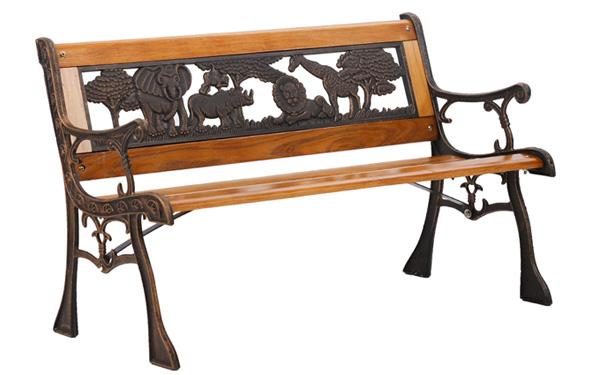 Ghế ngoài trời có tựa thường được thiết kế khá cầu kỳ và đẹp mắt