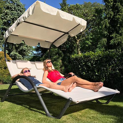 Ghế tắm nắng resort có mái che