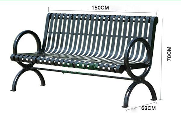 Mẫu ghế công viên dài 150cm với màu đen tuyền và thiết kế độc đáo