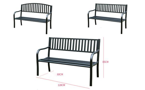 Với kích thước 128cm, mẫu ghế này được diện nguyên một màu đen huyền bí