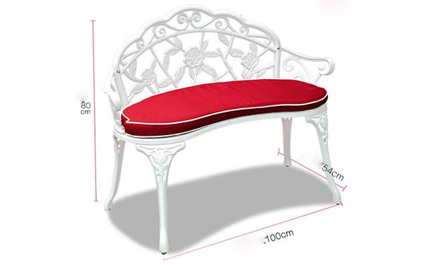 Mẫu thiết kế nhỏ xinh dạng ghế tựa với hoa văn trạm trổ vô cùng tinh tế