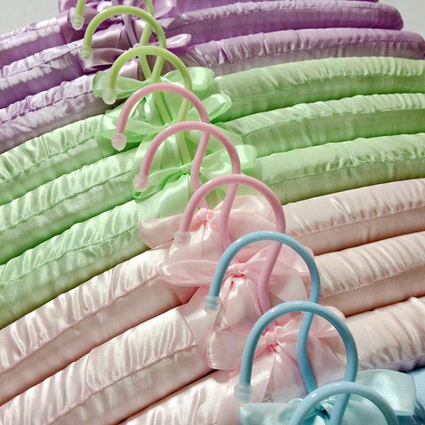 Móc áo bằng lụa mềm nên được các khách sạn yêu thích, thường xuyên trang bị trong tủ đồ buồng phòng khách sạn