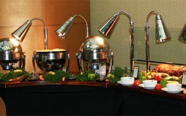 Tại sao nhà hàng nhất định phải dùng thiết bị giữ nóng thức ăn?