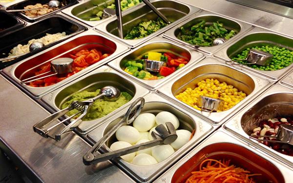 Vì sao nhà hàng nên sử dụng khay inox đựng thực phẩm, đồ ăn?