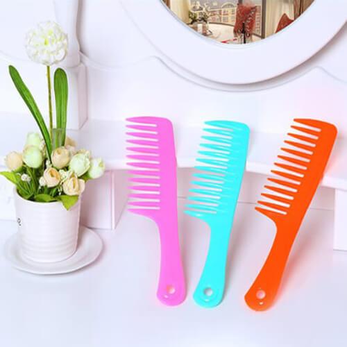 Lược chải tóc bằng nhựa