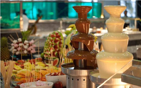 Tháp phun socola là gì? Vì sao cần có tháp phun socola trong tiệc buffet?