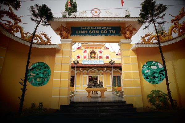 Cổng chùa Linh Sơn Cổ Tự