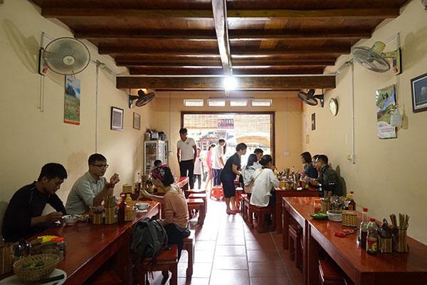 Quán Bà Hà - Động Văn