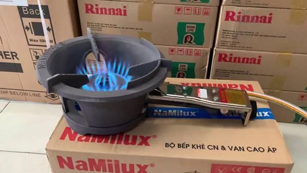 Tạo ra ngọn lửa xanh, dễ chỉnh độ lớn nhỏ và giúp đầu bếp thực hiện các thao tác nấu nướng dễ dàng hơn các loại bếp khác