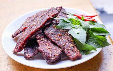 Bò gác bếp dai ngon, lạ miệng xứng danh đặc sản vùng núi Cao Bằng