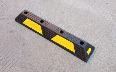 Các loại chặn lùi sau xe – cục chặn bánh xe phổ biến nhất hiện nay