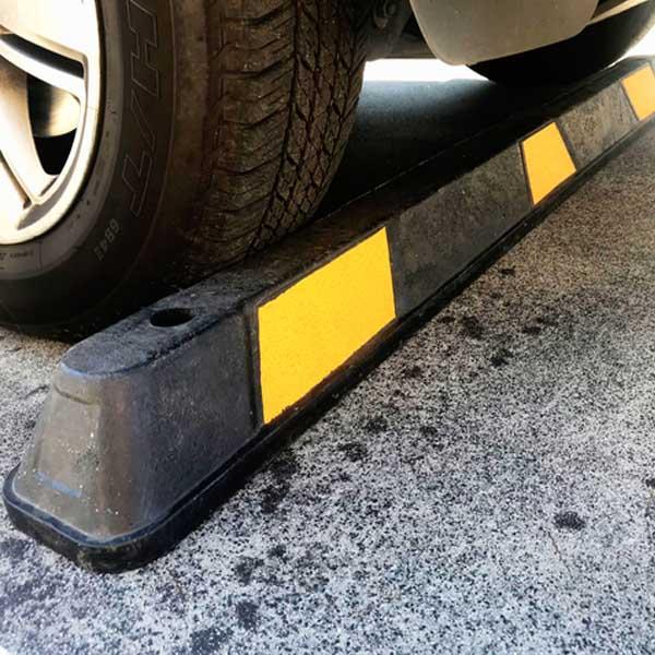 cục chặn bánh xe là gì