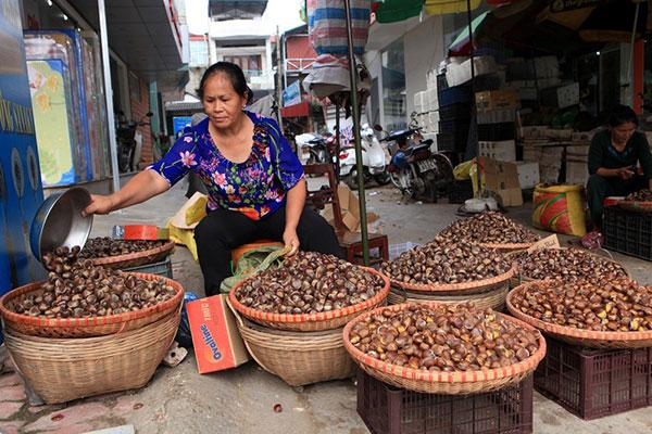 Gánh hàng bán thức đặc sản của xứ Cao Bằng