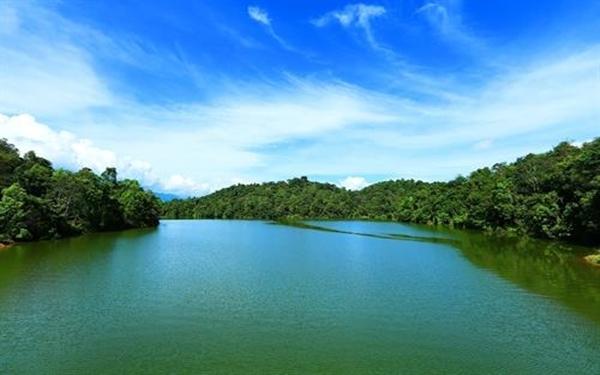 Hồ Pá Khoang-viên ngọc bích của núi rừng Tây Bắc